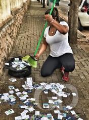 lixo eleitoral, santinhos