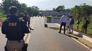 protesto de índios na BR-070, primavera do leste, indígenas