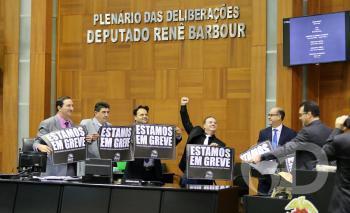 Deputados mostram apoio à greve da educação