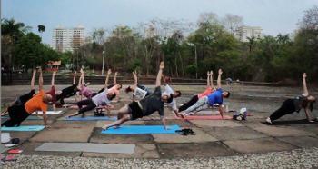 yoga movimento no parque