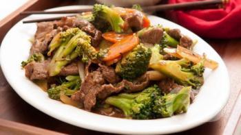 Tiras de carne com legumes