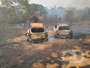 Carros pegam fogo no Rio da Casca
