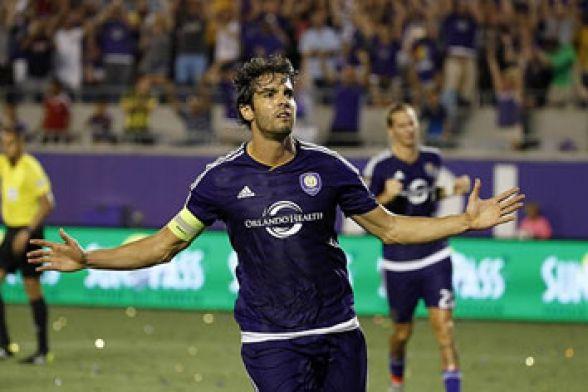 cda6142e21 ... Rivellino reconheceu que Kaká foi o último grande nome da seleção que  vestiu a 10 como um autêntico meia